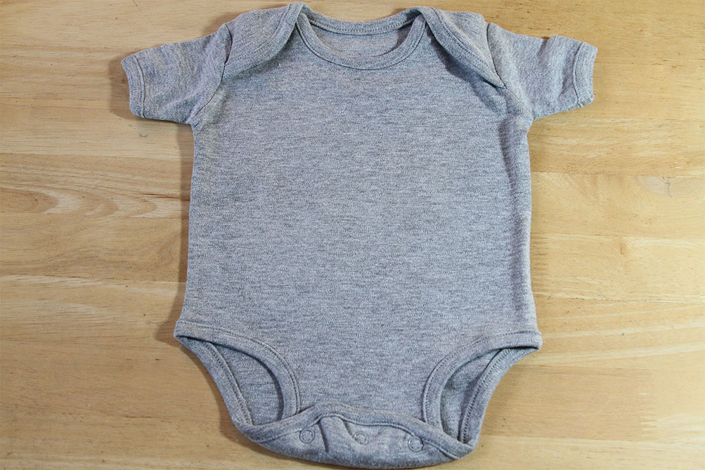 Grey onesie made of 100% certified organic cotton
